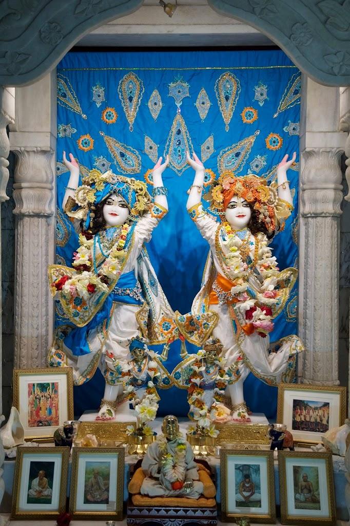 ISKCON New Govardhan Deity Darshan 08 Dec 2016 (5)