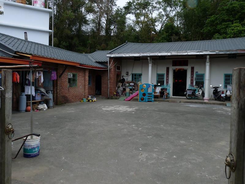 Environs de Taufen  Maison Hakka traditionnelle