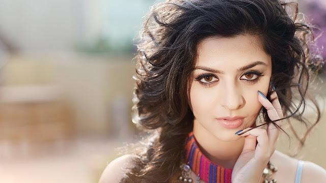 actress Vedhika sexy Photo compilation