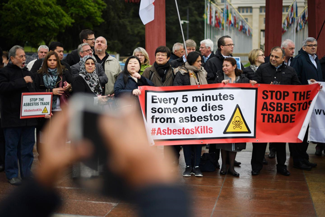 Delegates of union hold a demonstration for the inclusion of chrysotile, a mineral also known as white asbestos which health experts say causes cancer, on the list of hazardous materials of the UN Rotterdam Convention, on 28 April 2017, in Geneva. Photo: Fabrice Coffrini / AFP / Getty Images