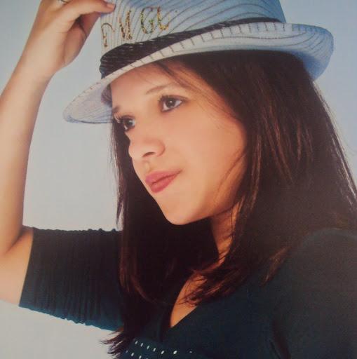 Renata Lara Photo 4