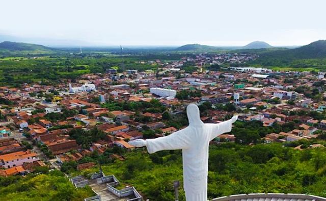 Golpistas ligam para pessoas se passando por funcionários de prefeituras da região; prefeito de Ipueiras emite alerta