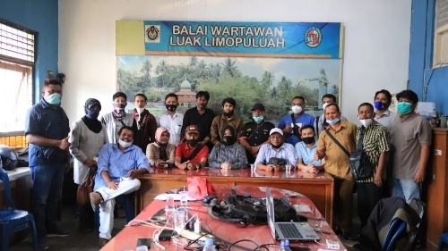 Sambangi Balai Wartawan, Rezka Oktoberia Disambut Hangat.