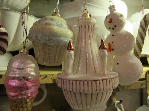 Shimmery, festive ornaments in white!