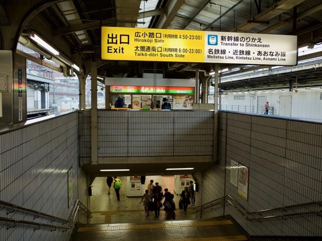 名古屋駅3・4番線の端っこの階段の先にある名代きしめん住よし