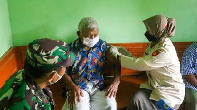 Korem 071 Wijayakusuma Vaksin Lansia dan Disabilitas Door to Door serta Bagikan Sembako