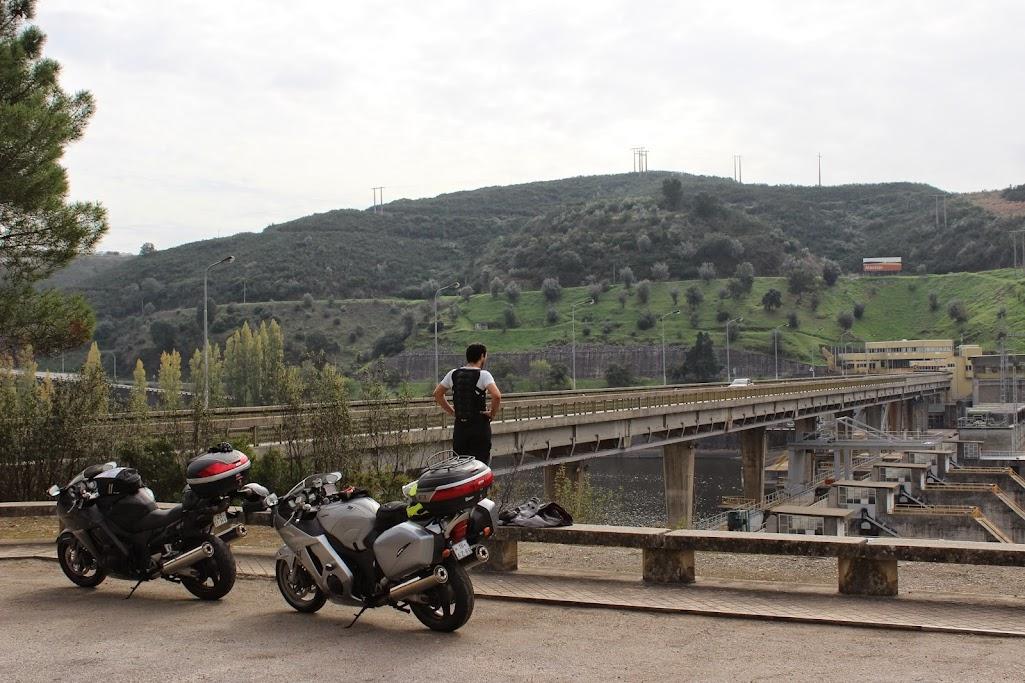 Carregar a bateria da moto até... Gibraltar IMG_4463
