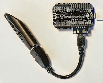 Connecting a USB device (flash drive) to the PocketBeagle.