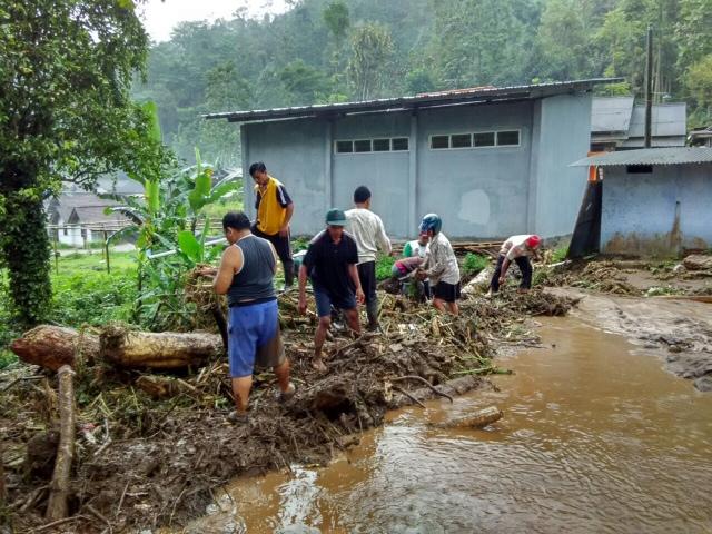 Banjir Bandang Terjang Wonosalam