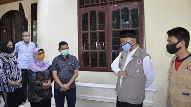 Foto: Wako Mahyeldi. Satu Keluarga di Sawahan Sembuh Covid-19, Wako Mahyeldi Bersyukur.