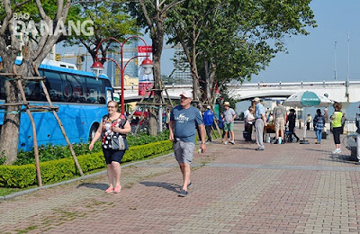 da-nang-hotel-tourists-to-Danang