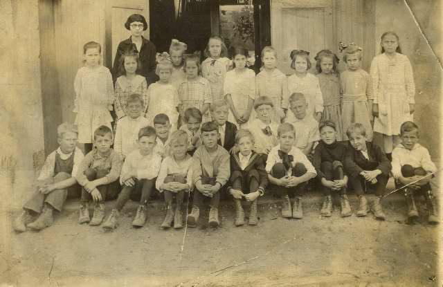HISTORIC PHOTOS - e10044b.jpg