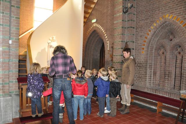 Kleuters bezoeken Martinuskerk - DSC_0022.JPG