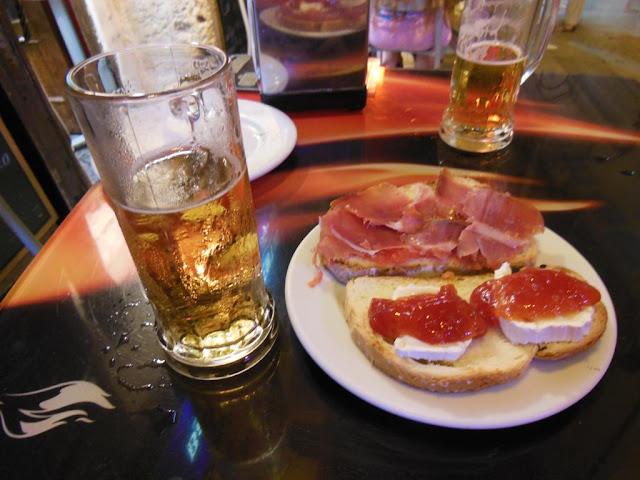 Jamón y queso fresco con mermelada de tomate