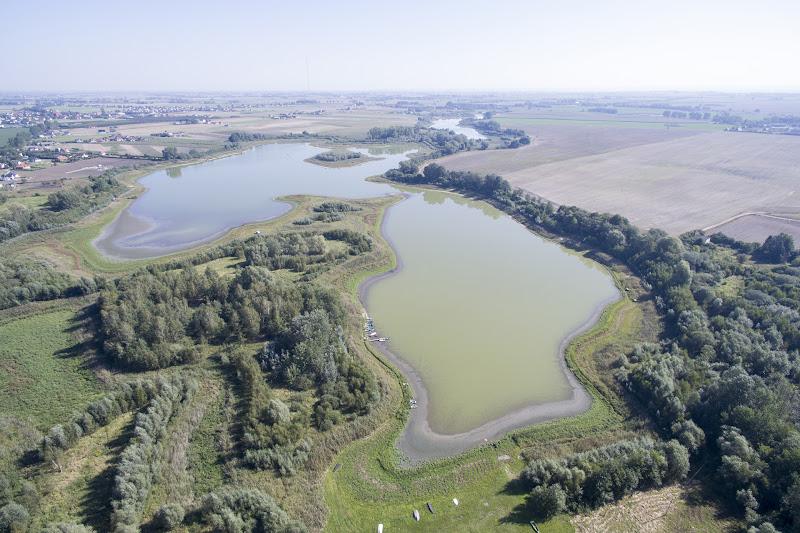 wynajem drona zdjęcia z lotu ptaka z drona jezioro Kusowskie w Kusowie koło Borówna pod Bydgoszczą z lotu ptaka
