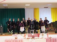 21. Alsóbodoki hagyományőrzők a színpadon.JPG