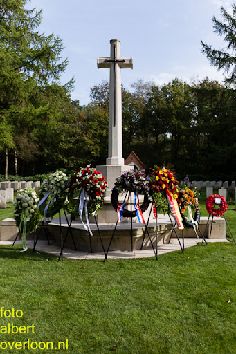 herdenkingsdienst  en een stille tocht naar het Engelse kerkhof 12-10-2014 (90).jpg