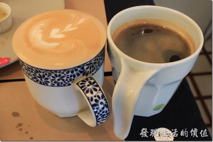台南-和喫早午餐。我們分別點了一杯黑咖啡及一杯熱拿鐵,黑咖啡喝起來順口不苦,但咖啡味也不是很濃郁就是了,所以拿鐵喝起來就更淡了,這裡的拿鐵要補差額NT40元。