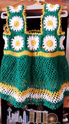 green granny square baby dress 00