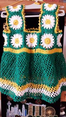 green granny square baby dress 00