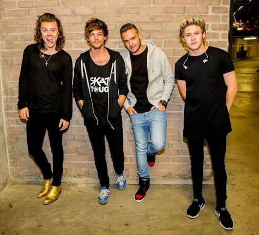 real awsm.... missing Zayn =( .......don't miss Harry's golden boots =P