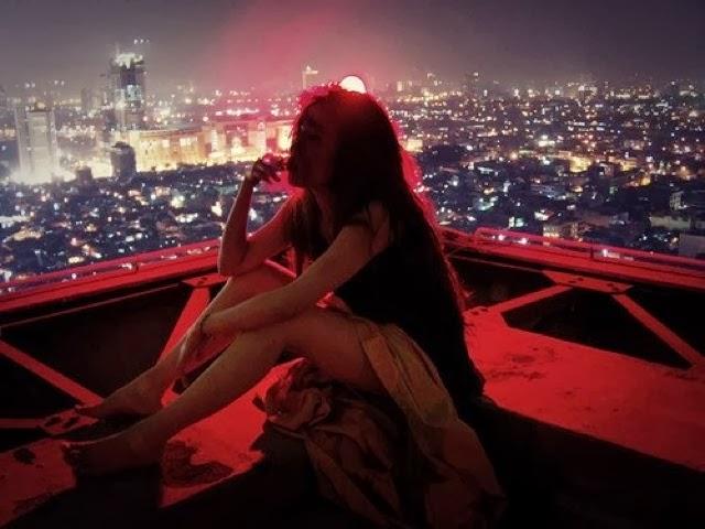 Девушка с подругами на ночь
