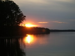 Sunset Clarks Hill Lake - License CC BY-SA 3.0 via Wikimedia Commons