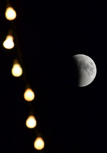 eclipse pic2%252520%2525281%252529 Pictures Of Lunar Eclipse From Around The World