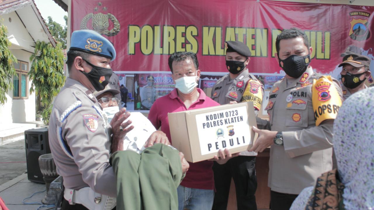 Polres Klaten Baksos Bantu Sembako Warga Gantiwarno Terdampak Covid-19