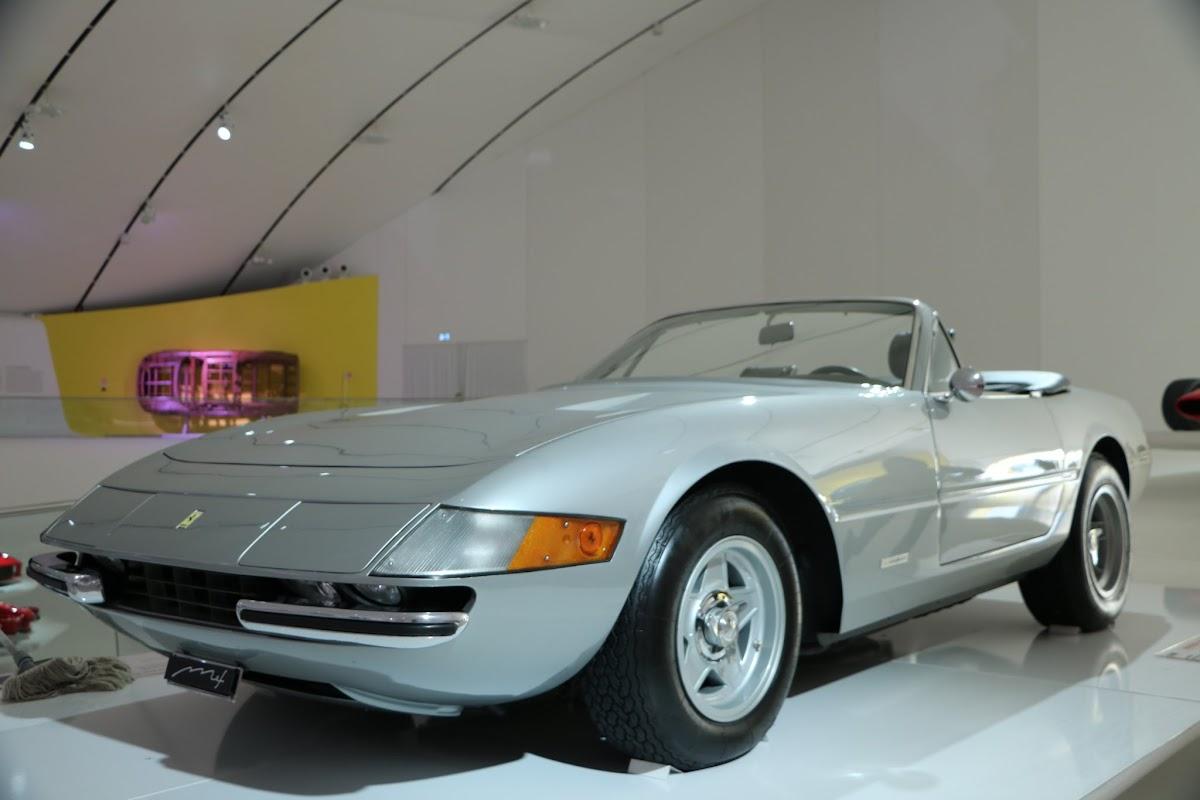 Modena - Enzo Museum 0021 - 1969 Ferrari 365 GTS4 Daytona Spider.jpg