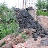 Посухов А.А. - председатель дома Гайдара 4 -  таким образом организовал прочистку канализационного колодца.  1 июля 2012 года