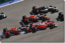 Daniil Kvyat tampona Sebastian Vettel alla curva 2