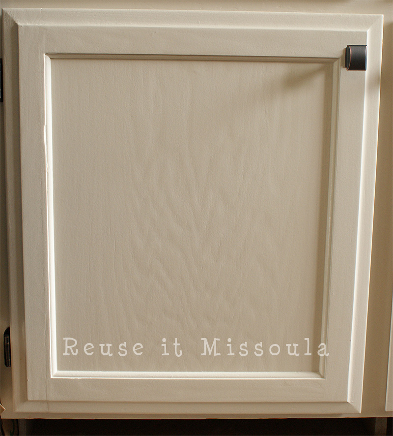 A Close Look At Lisa S New Woodgrain Cabinetry