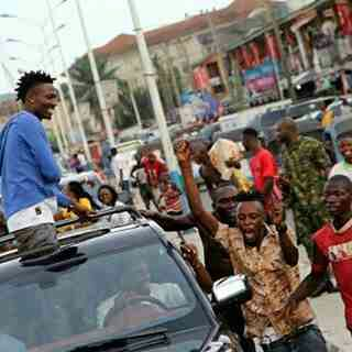 Efe Brings Warri To A Stand still As Massive Crowd Troop Out To See Him (Photos)
