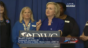Hillary recalls Republican father after talk with black business women