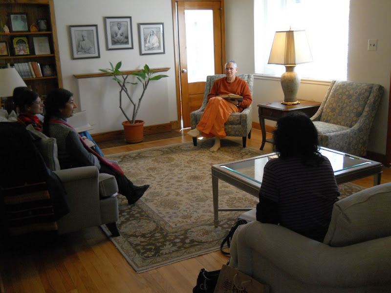 Class on <i>Sri Ramakrishna the Great Master</i> in the Guest House