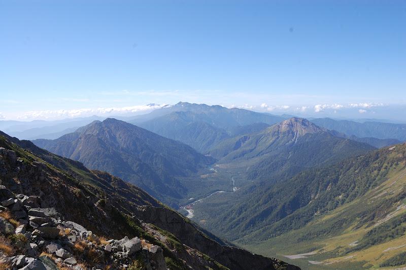 紀美子平から上高地の景色、右手は岳沢