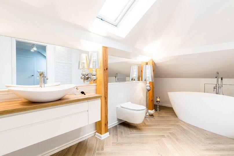 Odległość mebli od wanny lub kabiny prysznicowej powinna wynosić minimum 70 cm