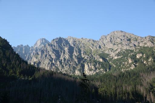 Pohľad od Hrebienka do Malej Studenej doliny, vzadu Lomnický štít