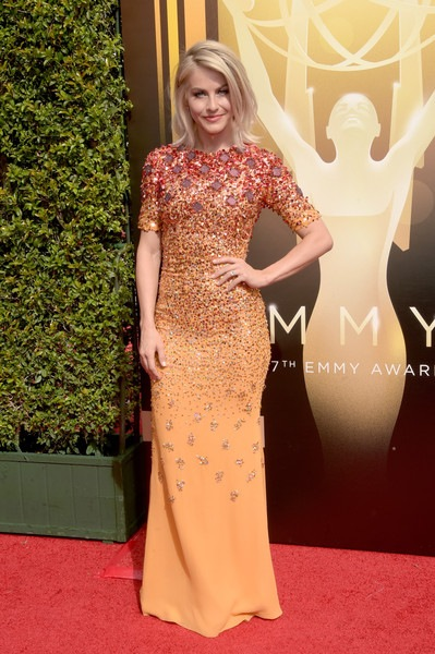 Julianne Hough attends the 2015 Creative Arts Emmy Awards