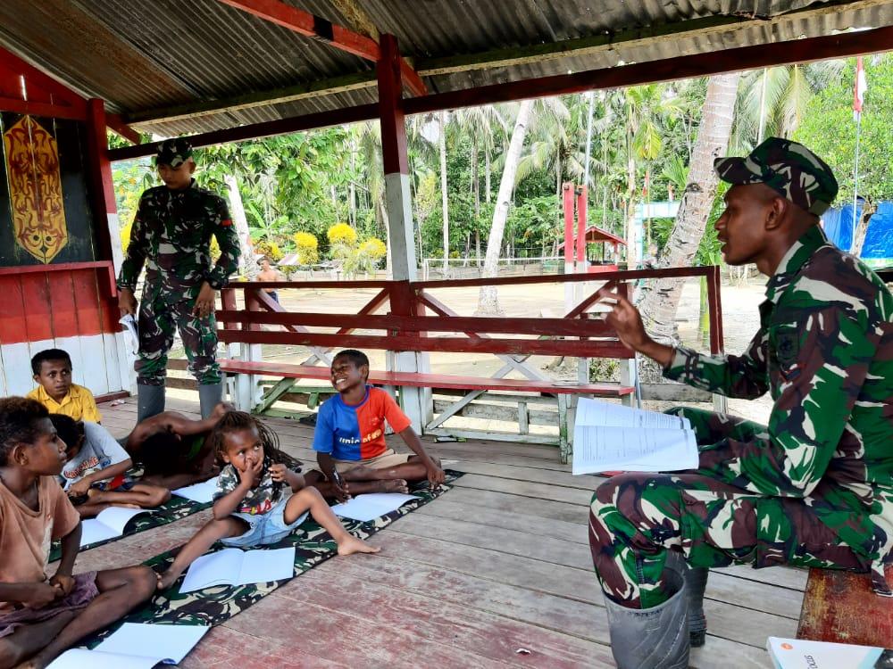 Tak Putus Asa, Ini Yang Dilakukan Satgas Yonif MR Anak Perbatasan di Papua
