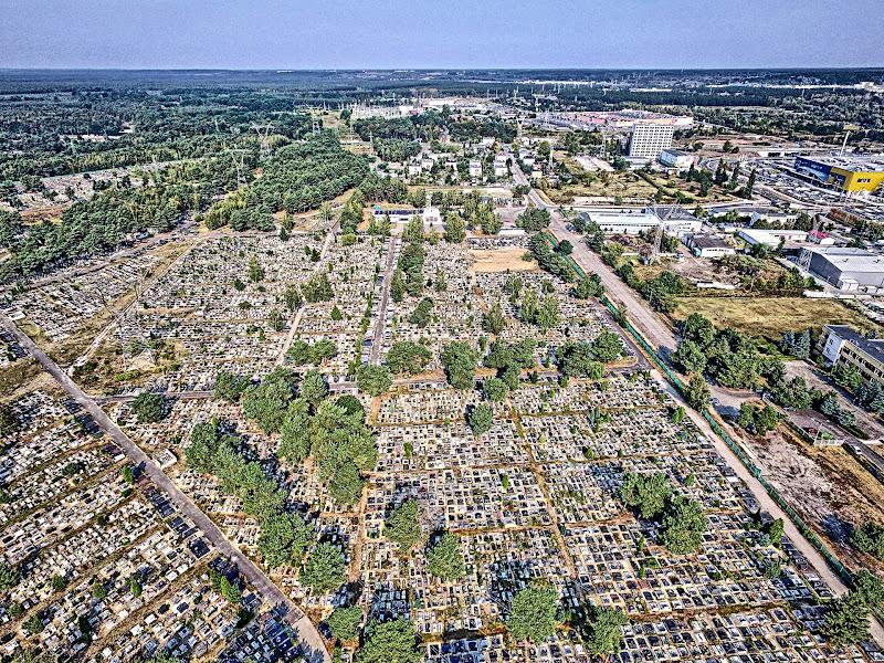 wynajem drona zdjęcia z lotu ptaka z drona cmentarz przy ul. Wiślanej w Bydgoszczy w technice HDR z lotu ptaka