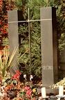 Grabsätte Georg und Maria Ultsch, gemeinsam mit dem Kreuz durch`s Leben, Granit, Edelstahl, Bergkristall 1991