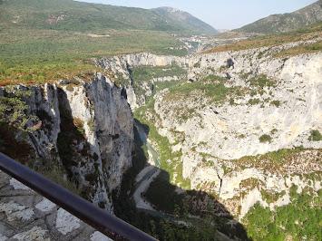 Le Verdon a creusé son lit dans ces roches calcaires