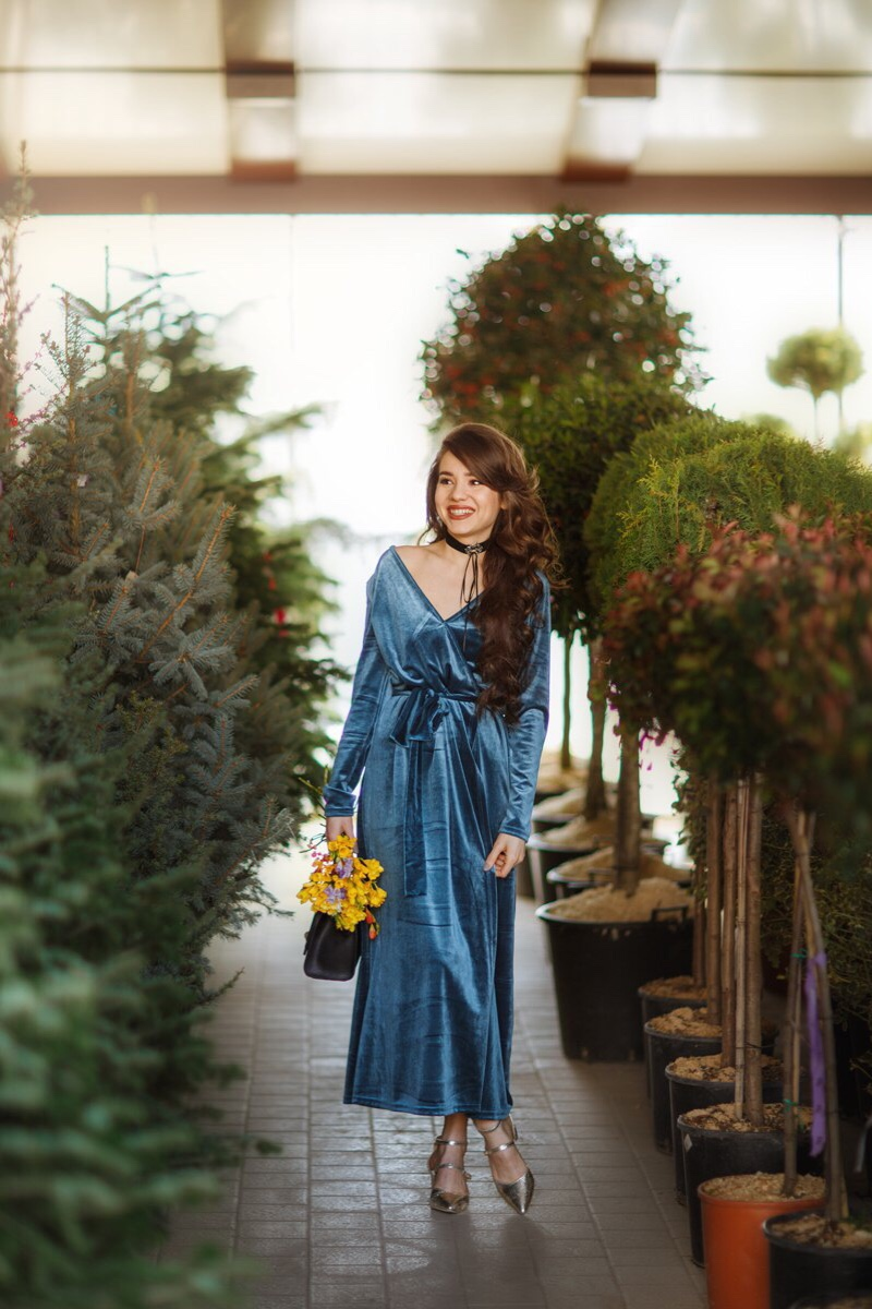 fashion blogger diyorasnotes diyora beta velvet dress