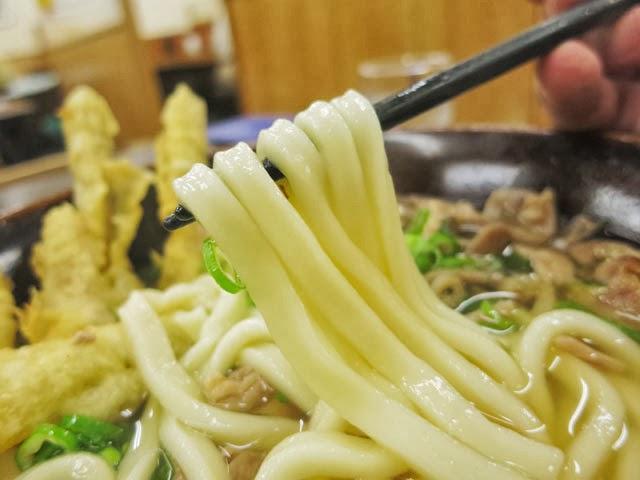 ヤワヤワのうどん麺