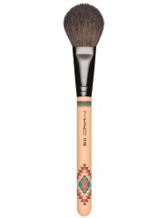 MAC_VibeTribe_2_127SplitFibreFaceBrush_FRONT_white_300dpiCMYK_1