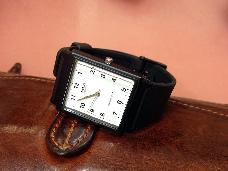 平宜又輕巧的卡西歐手錶