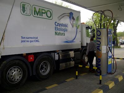 Tankowanie CNG do nowej śmieciarki Scania należącej do MPO Warszawa