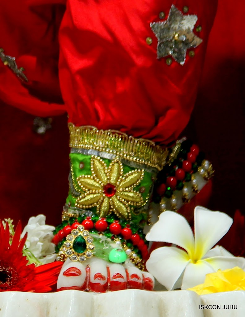 ISKCON Juhu Sringar Deity Darshan on 3rd May 2016 (41)
